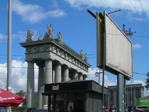 Triumpbogen im Industrieviertel